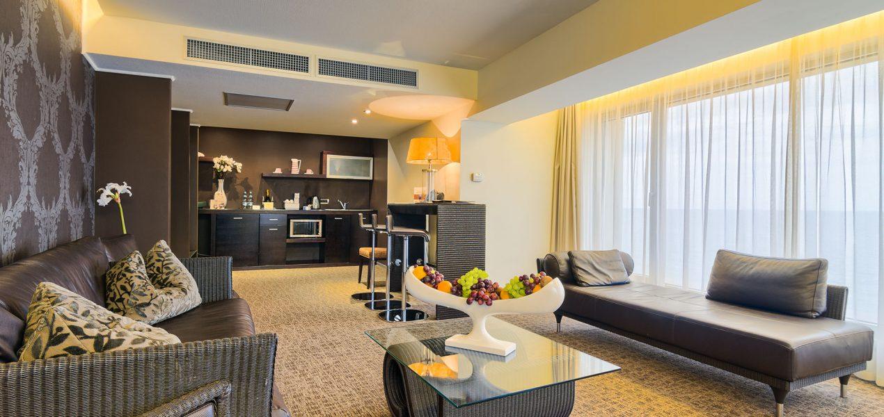 senior-suite-livingroom1