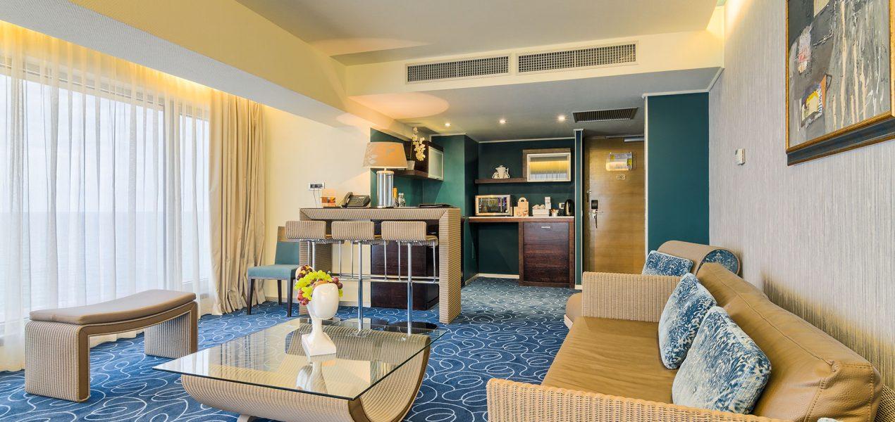 senior-suite-livingroom2