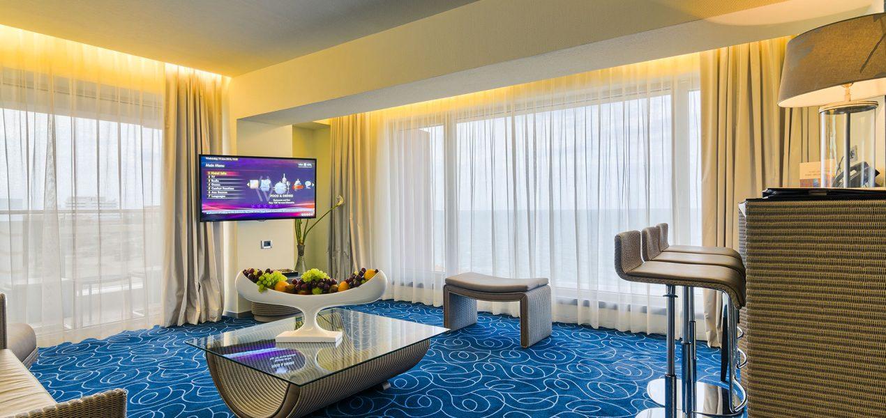 senior-suite-livingroom3