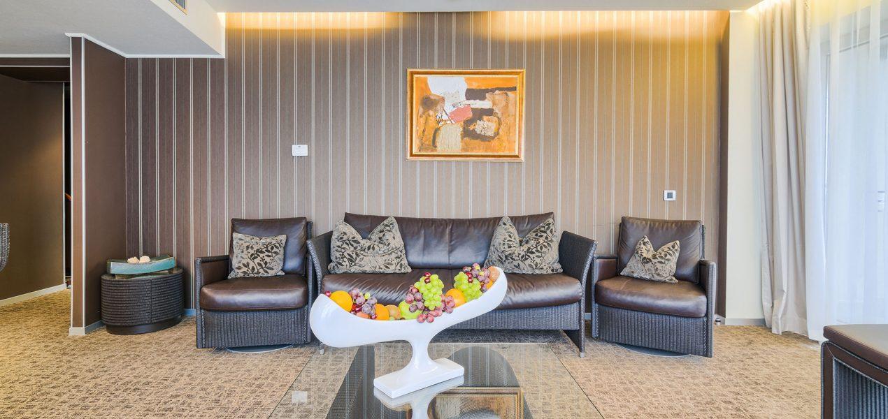 senior-suite-livingroom4