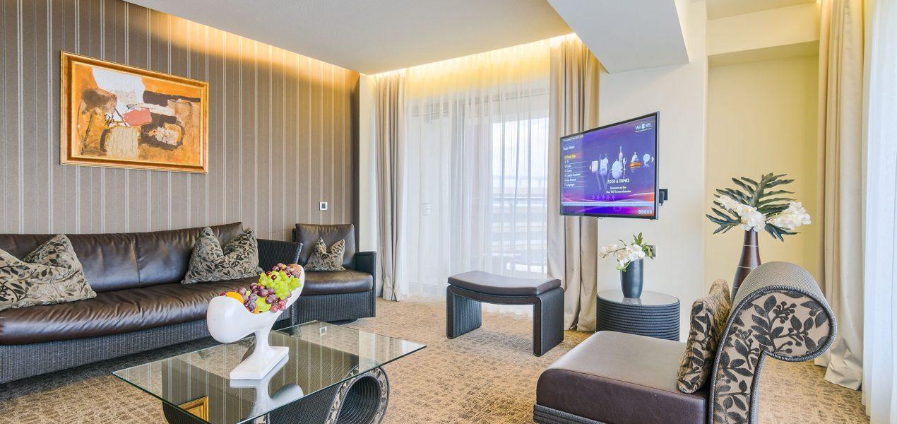 senior-suite-livingroom5