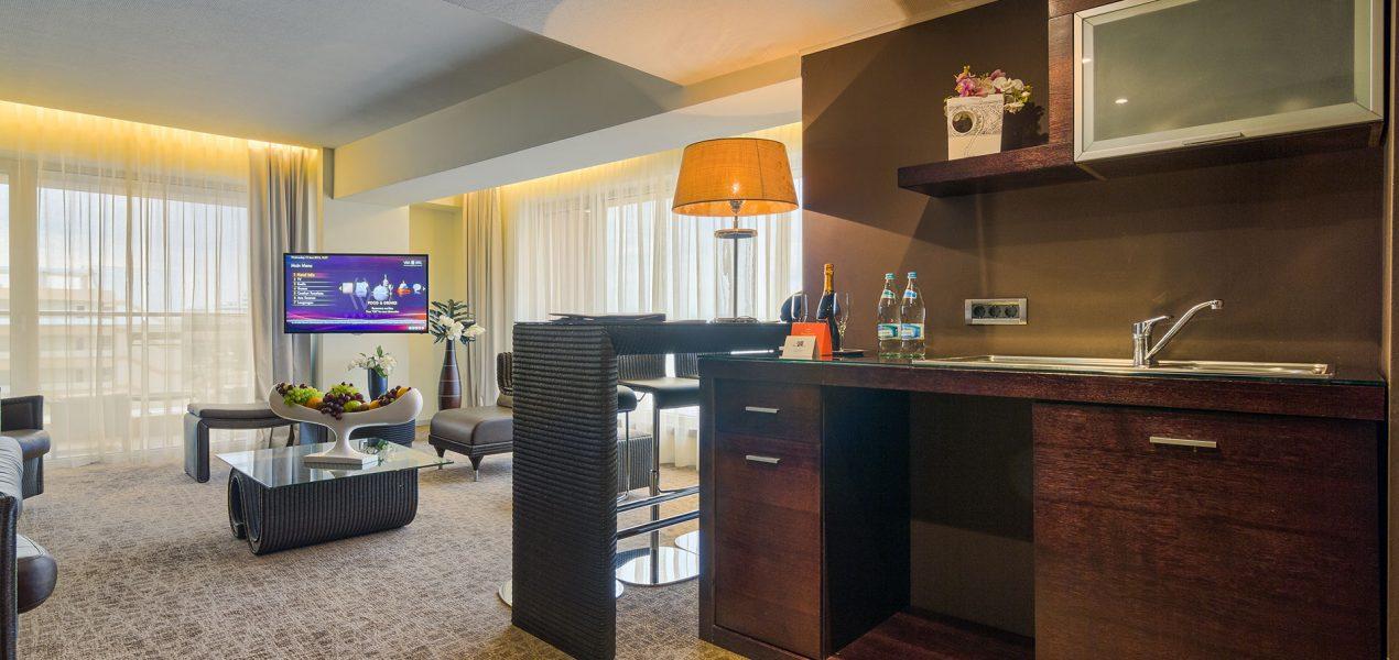 senior-suite-livingroom6