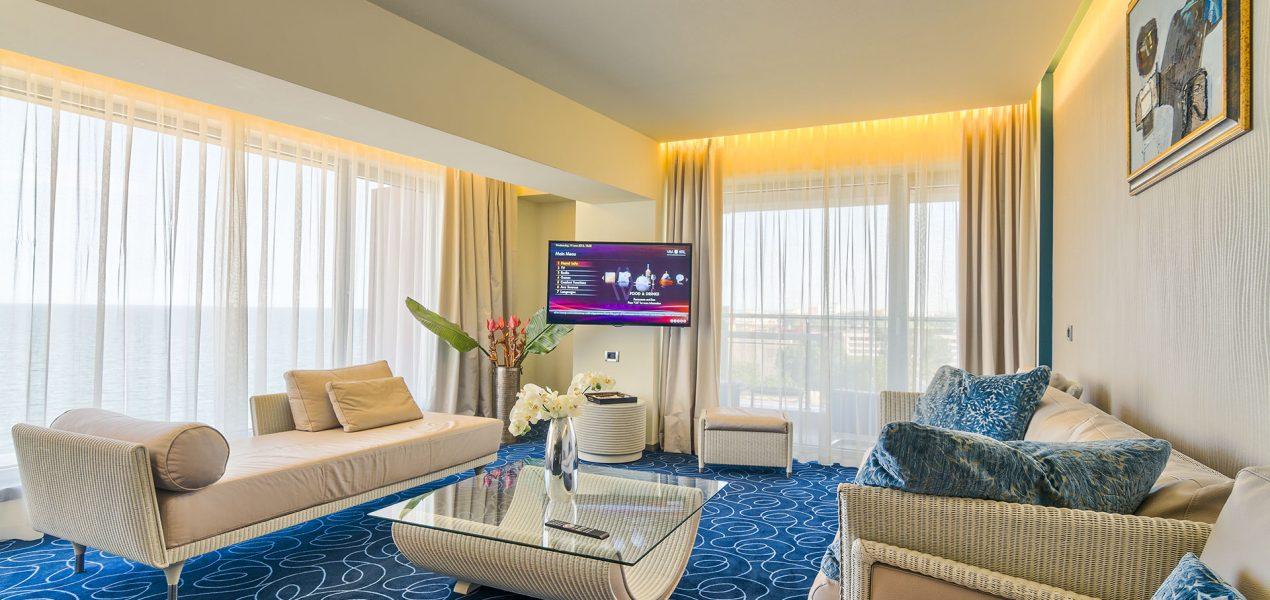 senior-suite-livingroom7